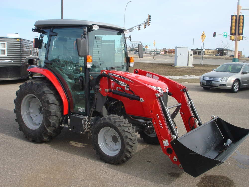 2014 Massey Ferguson Compact Utility Tractor Park N Sell
