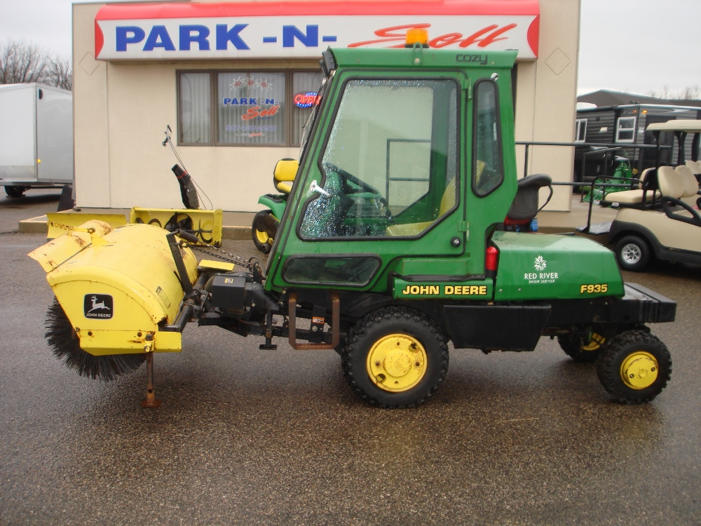 John Deere F935 out front rotary mower