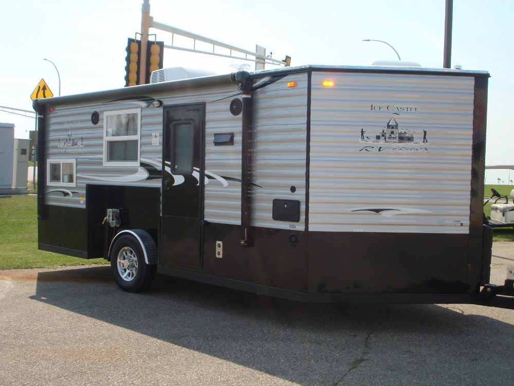 2018 ice castle 8x17 rv edition park n sell for Fish house rv