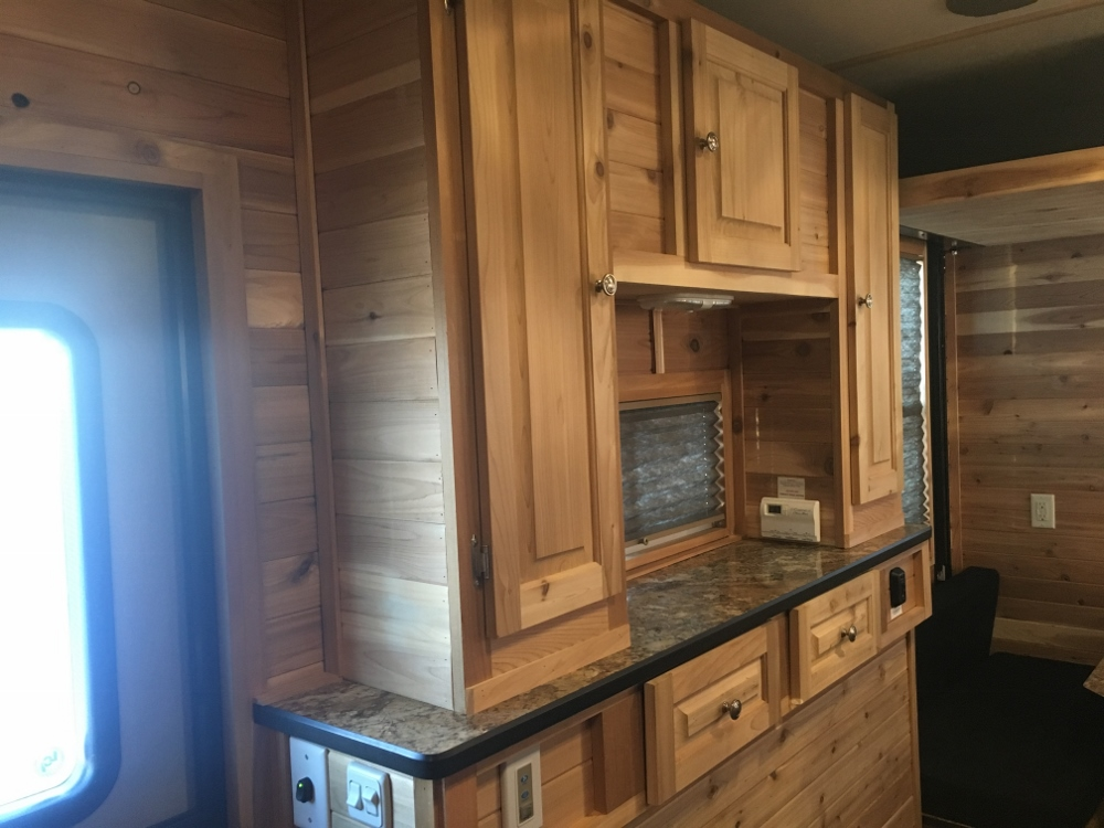Pre Owned 2018 Ice Castle 8x17 Rv Edition Hybrid Park N Sell